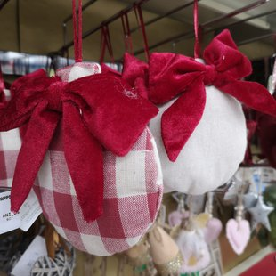 Addobbi albero di Natale, palla in tessuto con fiocco di velluto rosso  id_617