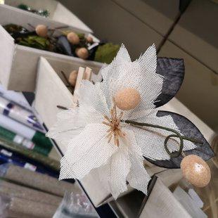Molletta fiore bianco foglia nera id_615